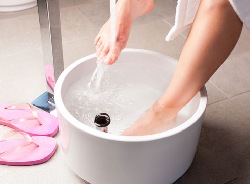 1.Cleanse your body using a footh bath