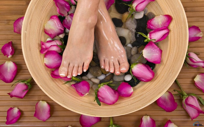 2. Using a home foot spa for treating plantar fasciitis